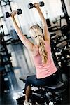 Musculation femme dans un gymnase, Suède.