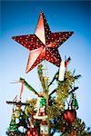 Arbre de Noël avec une étoile sur le dessus.