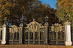 buckingham palace home of uk royal family