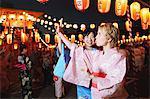 Femmes portant le Yukata exécution Bon Dance Festival, Matsuri