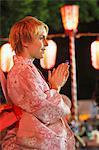 Femme assure un Bon Dance Festival, Matsuri