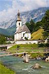 Vue panoramique sur la célèbre église peu de Ramsau, en Bavière, Allemagne.