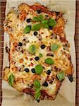 Pizza aux olives et fines herbes