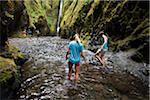Menschen Hikingin Oneonta Schlucht, Oregon, USA