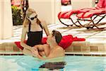 Paar am Pool, Palm Beach Gardens, Florida, USA