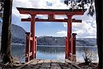 Japon, Hakone, lac Ashi, Hakone Gongen temple torii