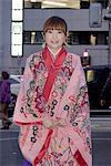 Femme au Japon, Tokyo, en costume traditionnel