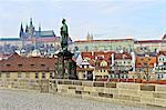 République tchèque, Prague, pont Charles, statue et Saint Vitus cathédrale en arrière-plan