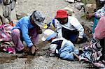 Pérou, canyon du Colca, enfants qui jouent