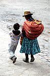 Peru, Cuzco, womand and her child