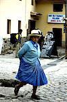 Peru, province of Urubamba, Aguas Calientes, woman in the street
