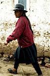 Peru, province of Urubamba, Chinchero, woman in the street