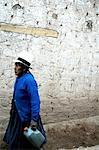 Peru, sacred valley (Urubamba valley), woman in the street