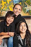 Mère avec fils et fille, sourire, portrait