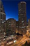 Vue grand angle d'une ville à la tombée de la nuit, Boston, Massachusetts, USA