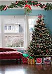 Chambre décorée pour vacances avec arbre & mistletoeo