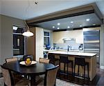 Küche und Esszimmer Bereich, in einem modernen Haus.