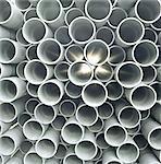 Vue du fin de tuyaux de pvc empilées