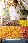femmes shopping à un marché de producteurs