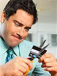 Homme d'affaires de coupe vers le haut de la carte de crédit, gros plan