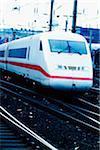 Train électrique sur une voie ferrée