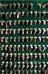 Zeilen von Schlüsseln an Haken hängen