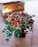 Rose, Eukalyptus, silberne Bologna, Nelken in vase