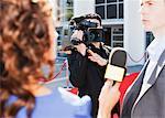 Caméraman taping de célébrités sur le tapis rouge