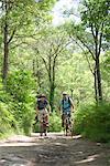 Hommes circonscription vélos en bois