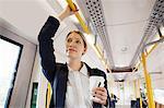 Geschäftsfrau, Reisen London Overground-Zug