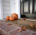 Kürbisse vor die Tür des Hauses
