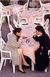 Junges Paar, trinken Kaffee im Café, erhöhte Ansicht