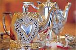Silberne Teekanne mit Herz