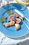 Figues coupées en deux et garnir sur plaque