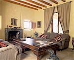 Rustikales Wohnzimmer mit Kamin