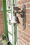 Figurine de Bell et de canard à la porte d'entrée