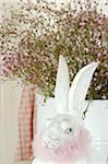 Figurine de lièvre à fleur