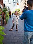 Junge Fotografieren des Mädchen, Front Street, Toronto, Ontario, Kanada