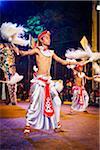Chamara Tänzer schüren Yak-Tails, Esala Perehera Festival, Kandy, Sri Lanka
