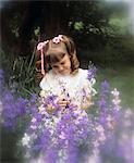 ANNÉES 1970 LITTLE GIRL QUEUES DE COCHON ROSE RUBANS AVEC FLEURS VIOLETTES