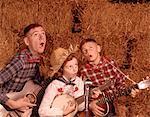 ANNÉES 1950 - ANNÉES 1960 DEUX FRÈRES ET UNE SOEUR JOUE INSTRUMENTS GUITARE ET BANJO SINGING COUNTRY MUSIC