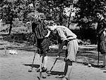 DES ANNÉES 1900-1909 FILLES PORTER DES CULOTTES BOUFFANTES, TOUT EN JOUANT AU CROQUET KANSAS CITY MISSOURI