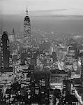 ANNÉES 1960 NUIT VUE MANHATTAN EMPIRE STATE BUILDING À LA RECHERCHE AU SUD DE MIDTOWN