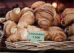 Croissants en vente en boulangerie
