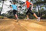 Jeunes femmes, tenues de jogging, faible angle vue