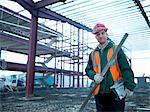 Pôle de construction worker holding