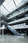 Escalator dans atrium