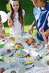 Kinder Süßigkeiten Tisch auf Geburtstagsfeier im freien