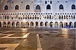 Tôt le matin à St. Marks Square et l'avant du Palais des Doges, Venise, UNESCO World Heritage Site, Veneto, Italie, Europe
