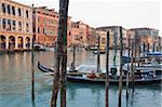 Abend Licht strahlt auf Gebäude säumen den Canal von der Rialto-Brücke, Venedig, UNESCO Weltkulturerbe, Veneto, Italien, Europa